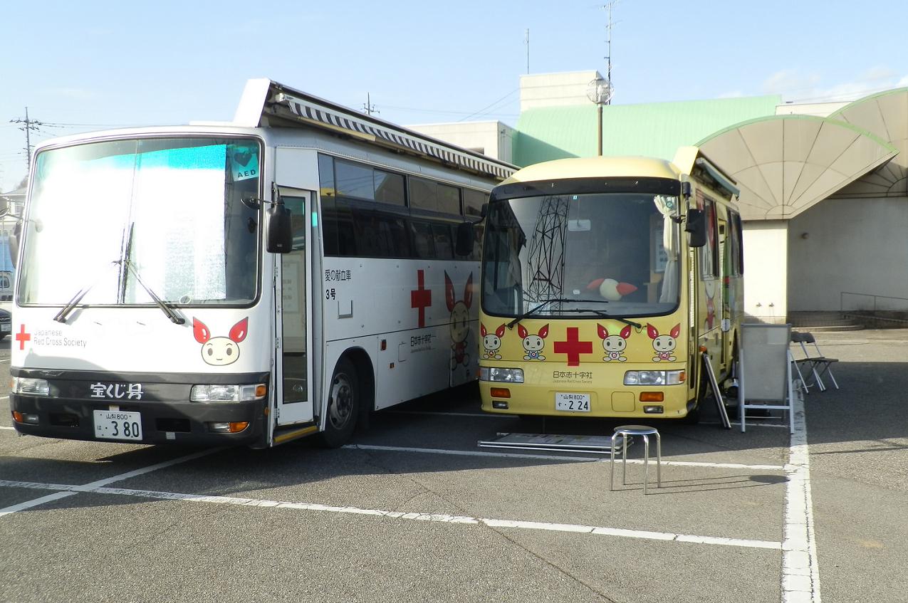 献血車が来る。