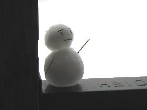 窓辺の雪だるま