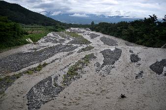 涸れ川みだい川に水が溢れる