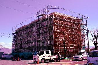 塗装が始まった隣の棟